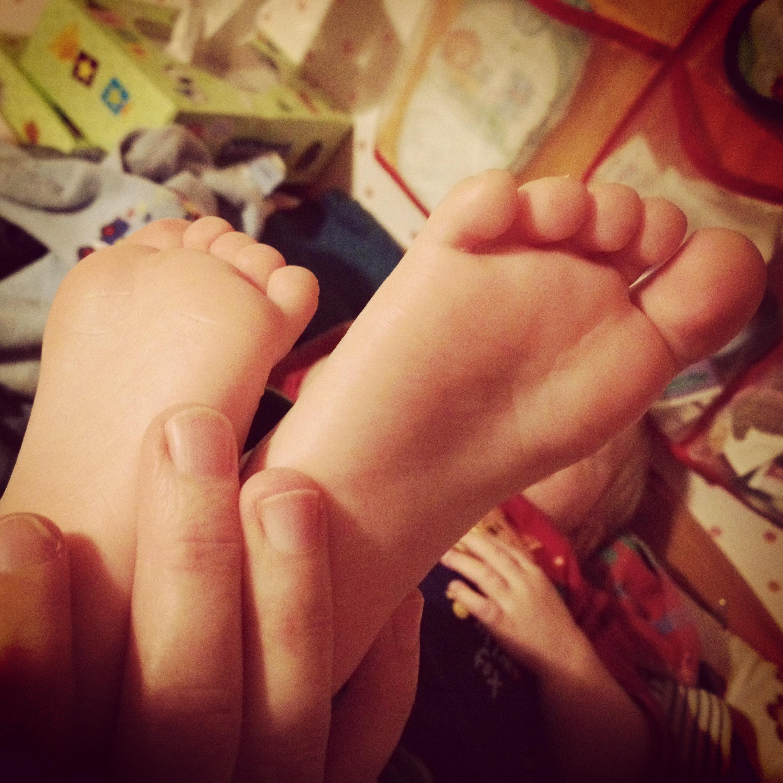 Füße frau kleine linkslondon.info Frauen